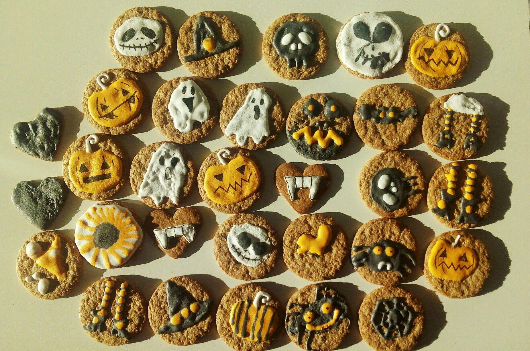 Galletas de avena compradas y decoradas de halloween