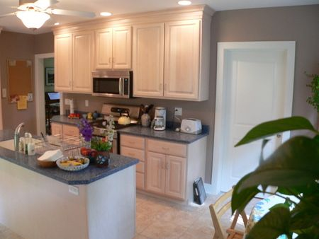 Extra Tall Upper Cabinets With Crown Mould Give Height To The Room Upper Kitchen Cabinets Kitchen Cabinets Kitchen Remodel