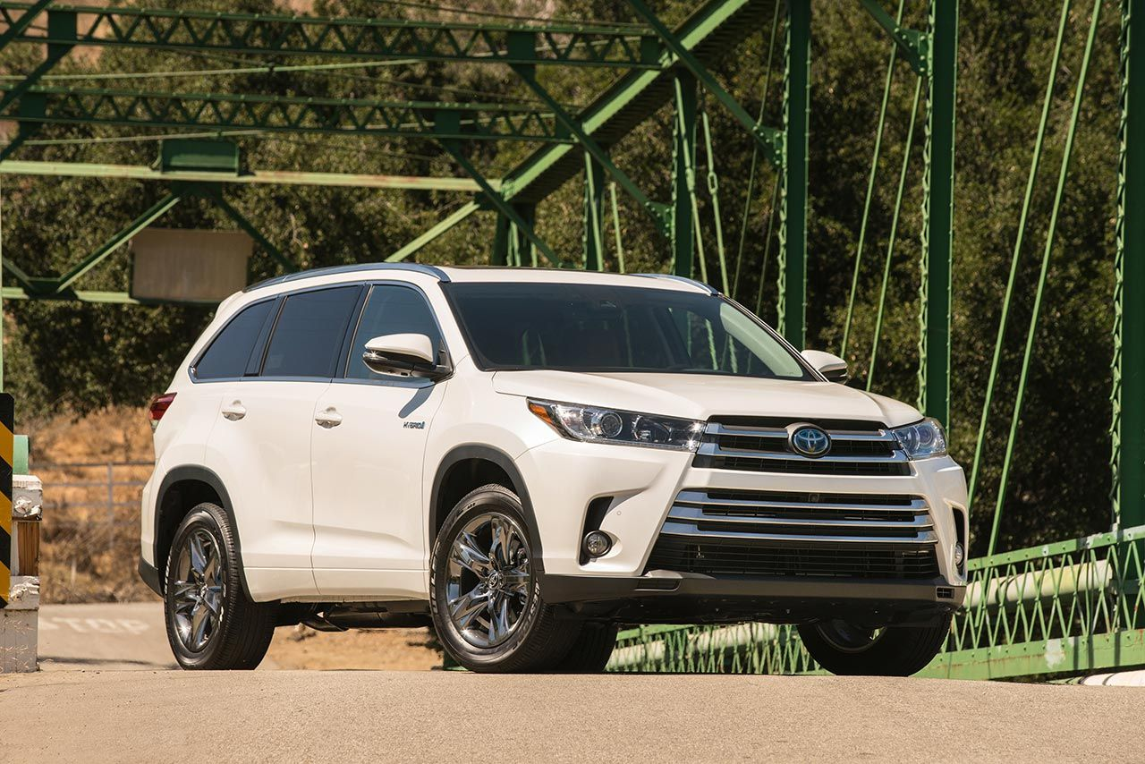 2017 Toyota Highlander pricing announced Toyota