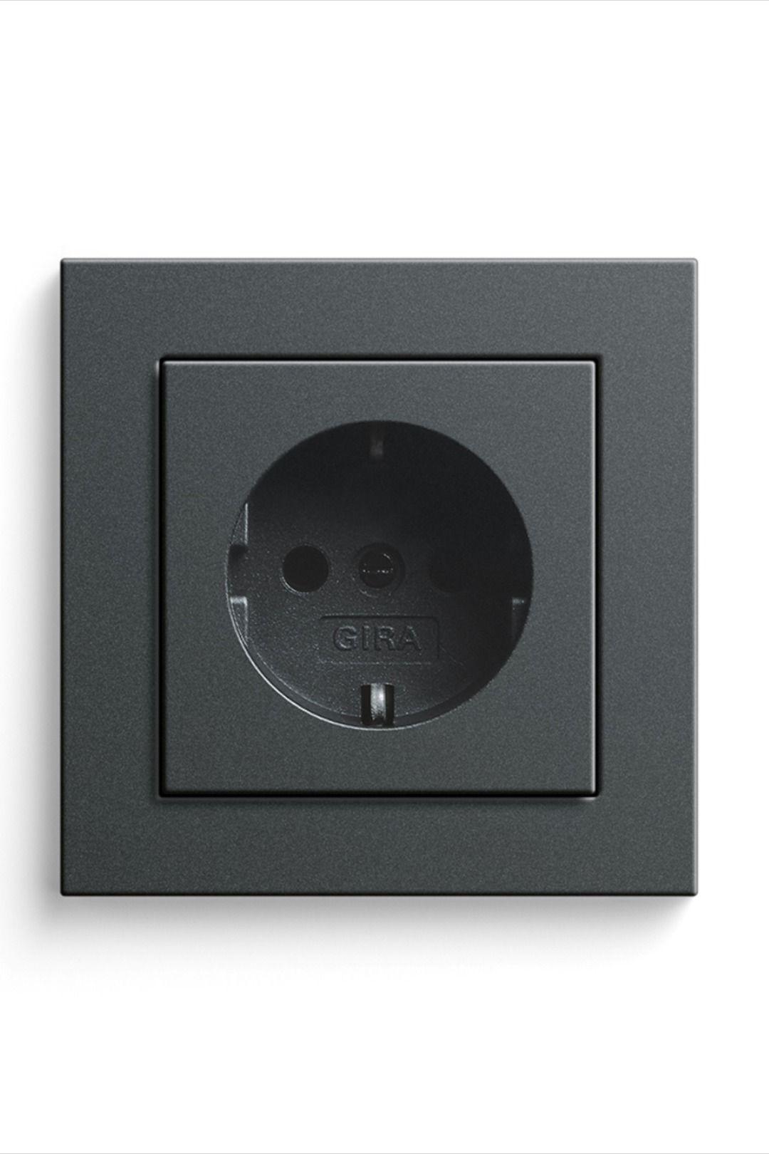 Reduzierte Stilvolle Steckdose In 2020 Schalterprogramm Steckdosen Und Lichtschalter Lichtschalter
