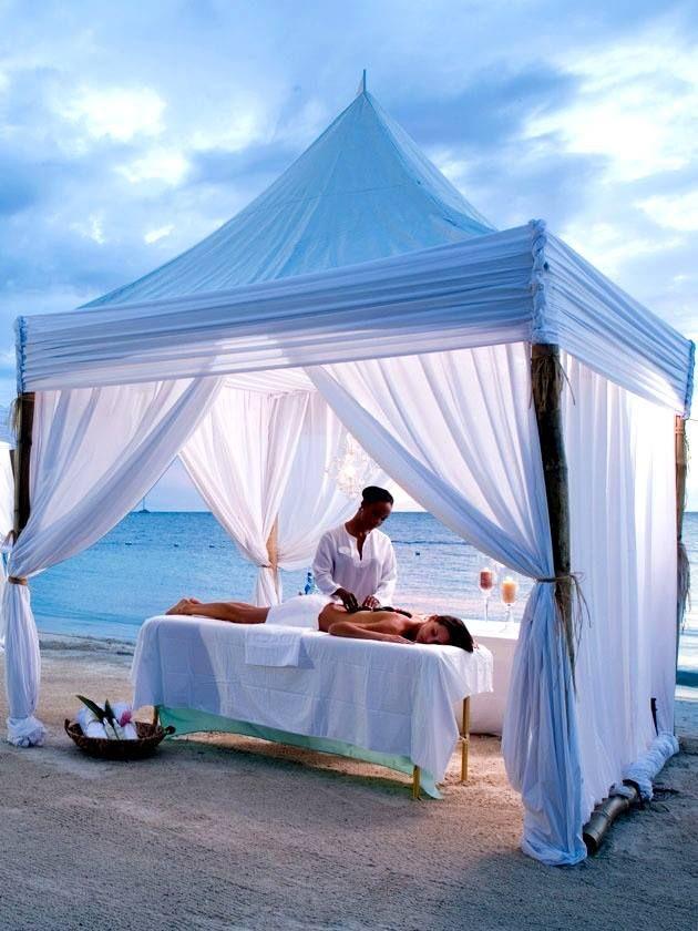 Massage on the beach | Massage Stuff em 2019 | Spa massage ...