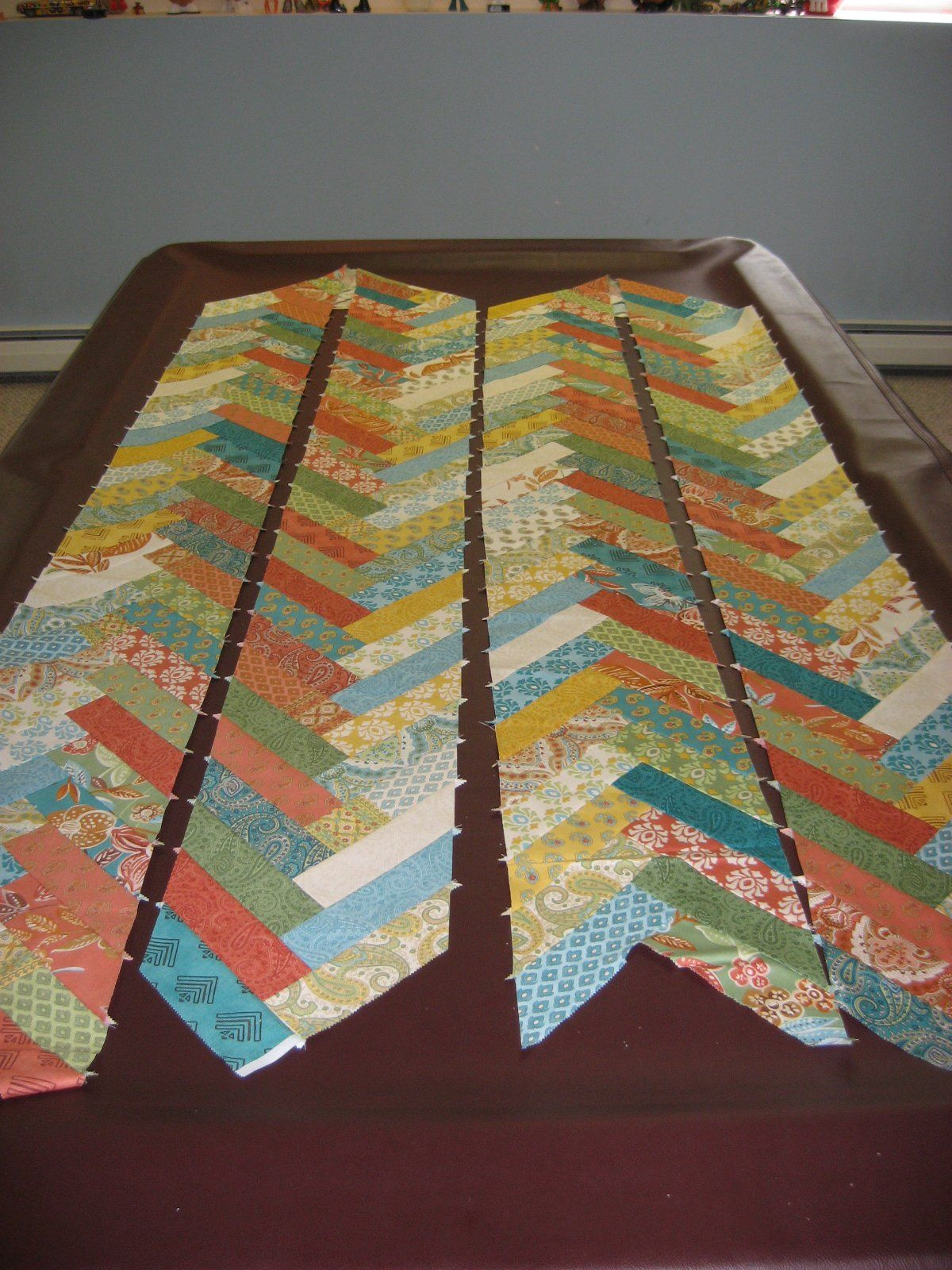 Braid Quilt Pattern Table Runner : Prayer Flag Friendship Braid Quilt ~ Getting Started Quilted table runners Pinterest Braid ...