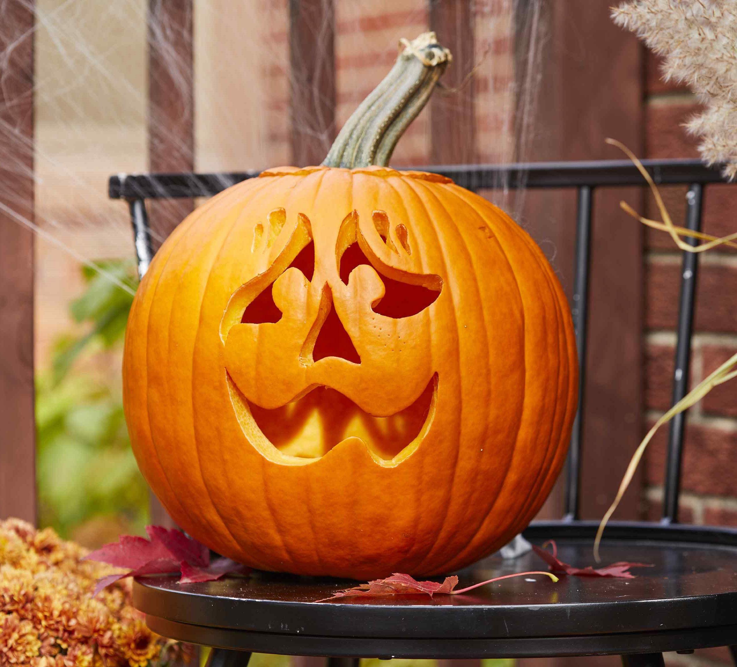 99 idées de décoration d'Halloween à fabriquer avec des citrouilles | Pumpkin stencil, Pumpkin ...