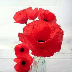 Here is an easy to follow step-by-step tutorials on how to make crepe paper flowers. Make poppies , roses and carnations in no time! - Perfect colour!