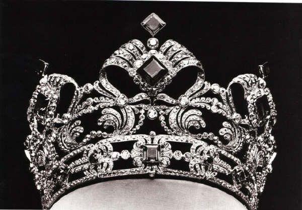 Diadema di smeraldi e diamanti dell 39 arciduchessa maria for Tiara di diamanti