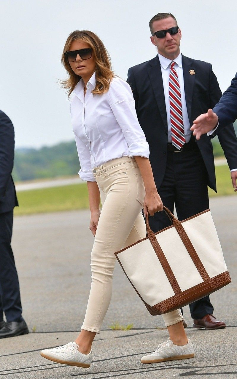 Fashion Notes Melania Trump Clutches Michael Kors Tote For Signature Summer Jet Set Style Trump Fashion Fashion Jet Set Style