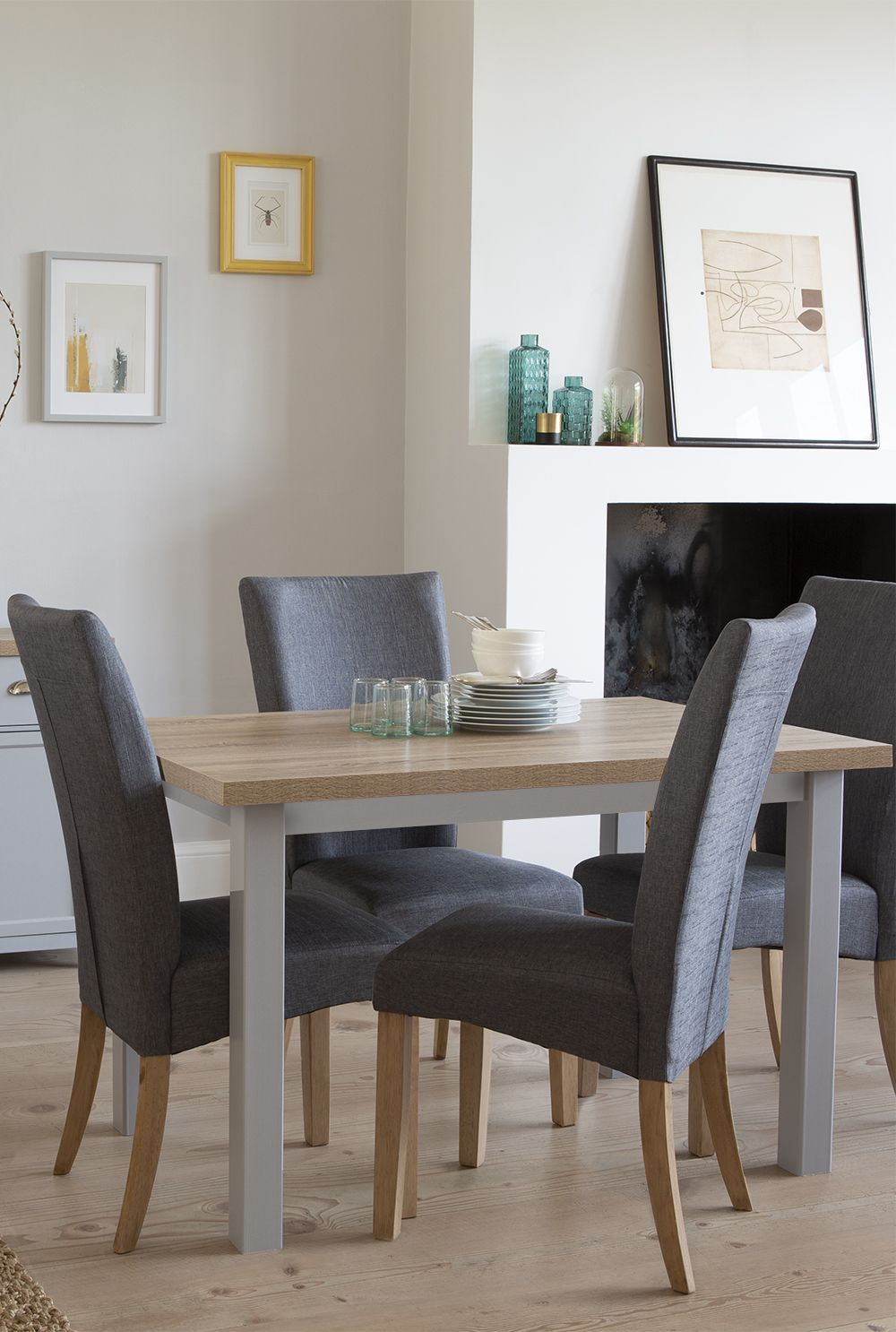 Table à Manger Marisa Dine In Style On Our Harlow 4 Seater Dining Set In Grey Which Is