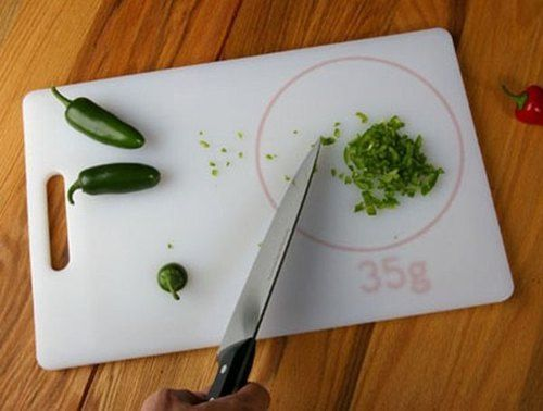 Design concept: cutting board with built-in scale