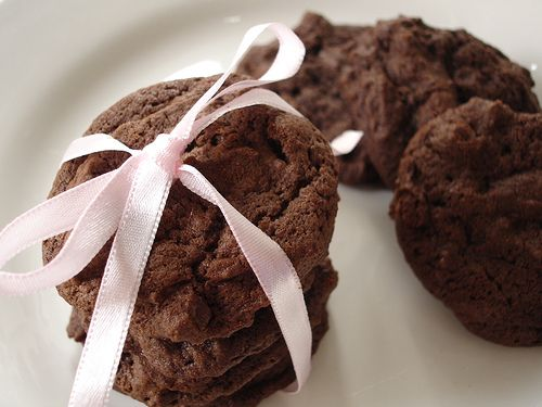Totally chocolate chocolate chip cookies / Cookies de chocolate com gotas de chocolate by Patricia Scarpin, via Flickr