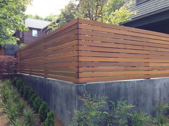 Modern Retaining Wall With Fence On Top Google Search Backyard Fences Modern Backyard Concrete Retaining Walls