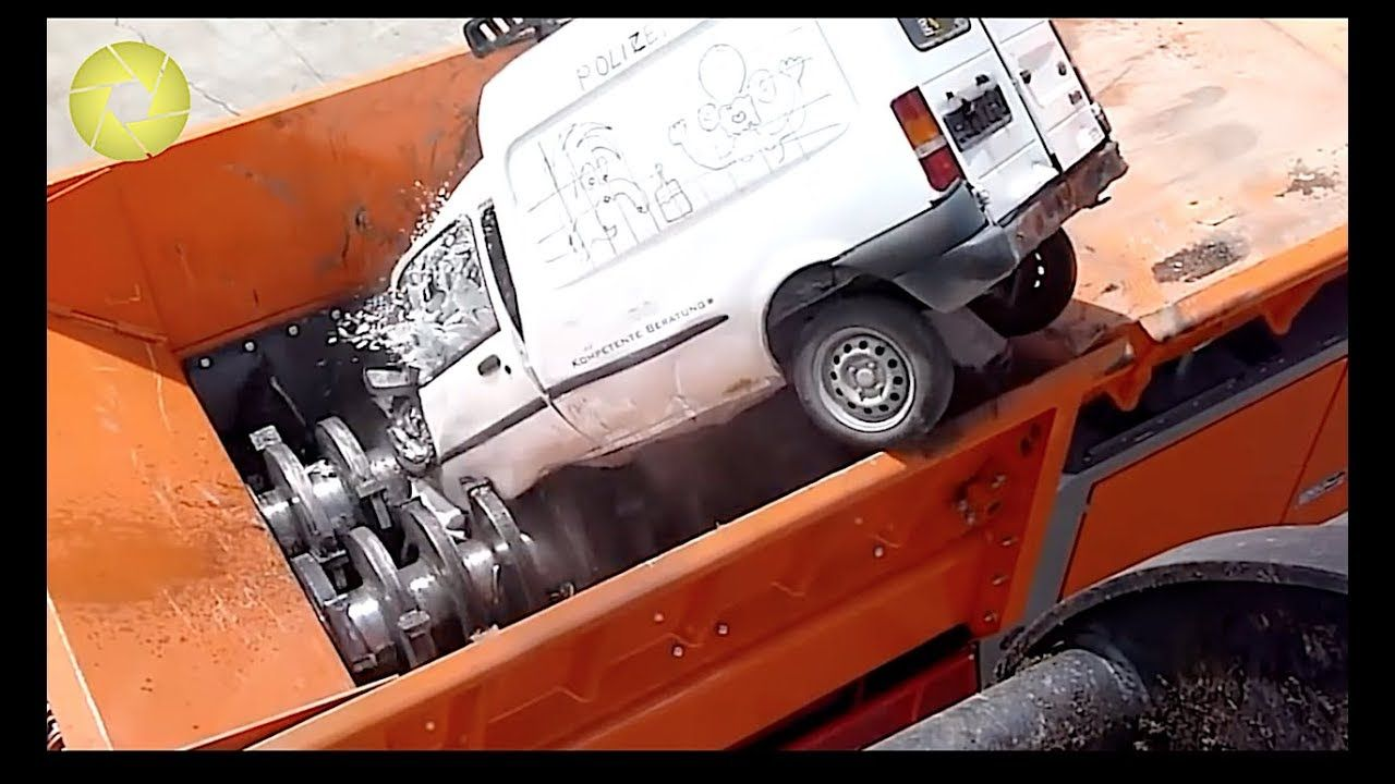 Giant Crusher For Crushing Big Machine Shredding Everything