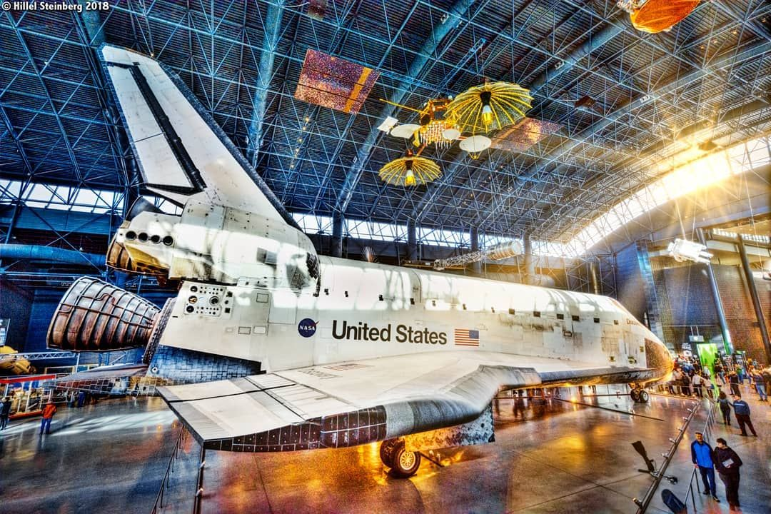 Space Shuttle Discovery Orbiter in the afternoon at the ...