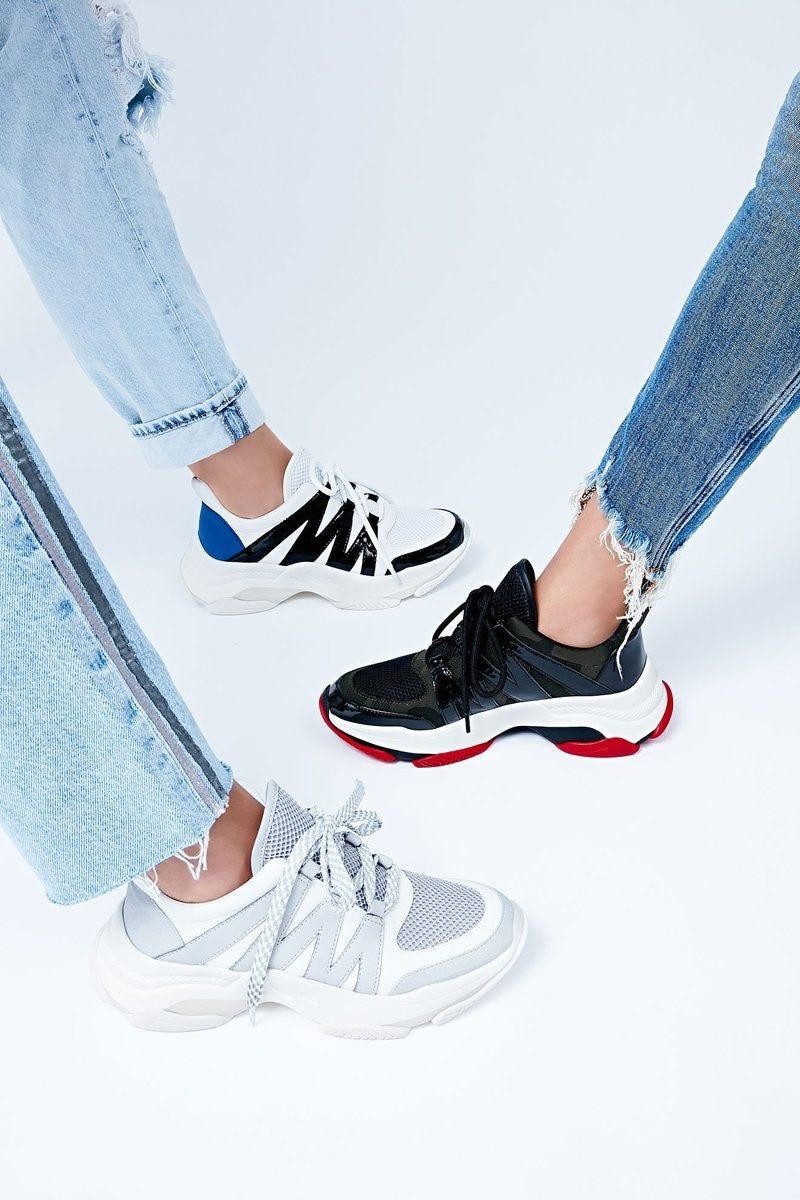 Georgeous casual sneakers. Minnor signs