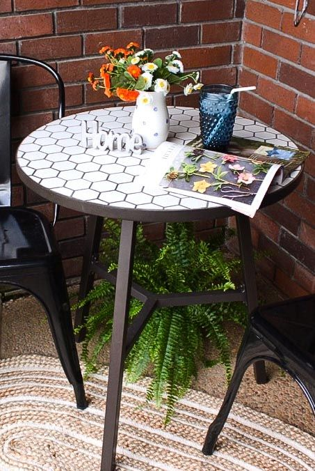 This Farmhouse Mosaic Tile Top Table is the perfect addition to any porch! Via @askannamoseley.