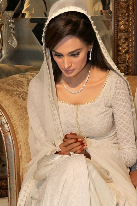 Mehreen syed at her nikah perfect muslim wedding south for Indian muslim wedding dress