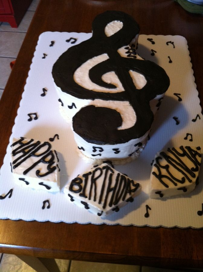 The outline of the treble clef is chocolate icing colored with