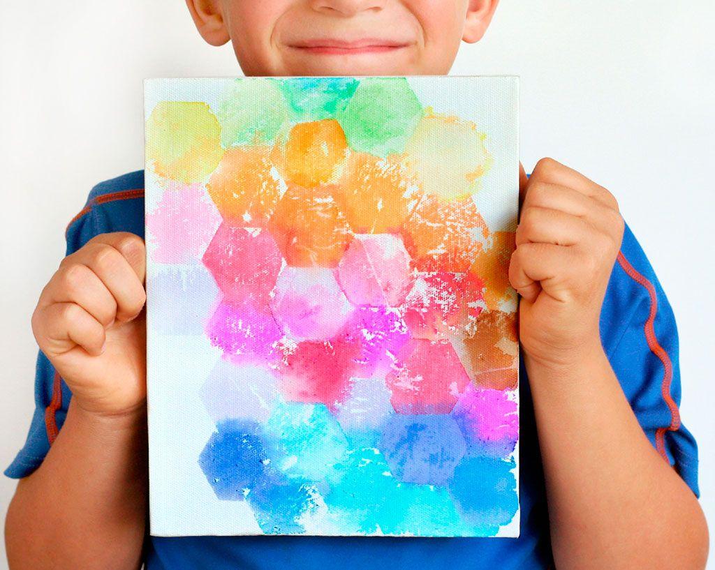 Kids Craft: Tissue Painted Canvas // Manualidad para niños: Cuadro pintado con papel tissue  #kbn #kidsactivities #kidscrafts #activitiesforkids #parenting #craftforkids #diy #actividadesparaniños #actividadesniños #manualidades #manualidadesniños #ideasqueinspiran #kidsart #artwithkids #kidsProject #simpleart #easyart #simplecrafts #easycrafts #watercolors #acuarela