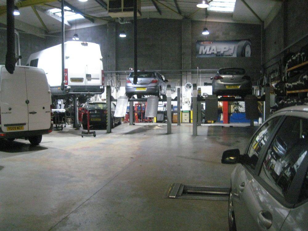 Car Garage Near Me in 2020 Door repair, Car garage