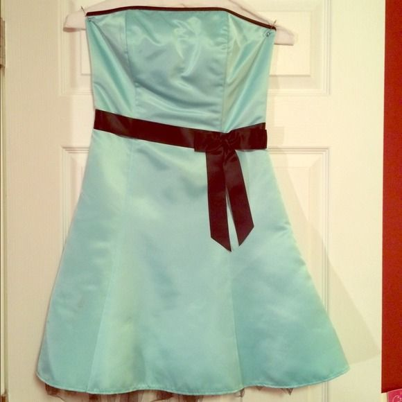 Tiffany Blue, satin,strapless,a-line,cocktaildress Perfect satin dress by Jessica McClintock. Excellent quality, adorable Tiffany blue color with black toile skirt underlay and black bow detail. Fits like a true size 2. Back invisible-zipper. Needs to be dry-cleaned. Jessica McClintock Dresses
