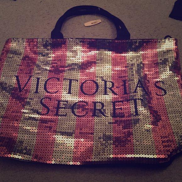 Victoria Secret Getaway Bag weekender bag NWT :) Victoria's Secret Bags