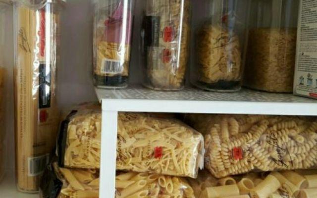 Organizzare la pasta nei mobili della cucina | Ricetta | Ricette ...