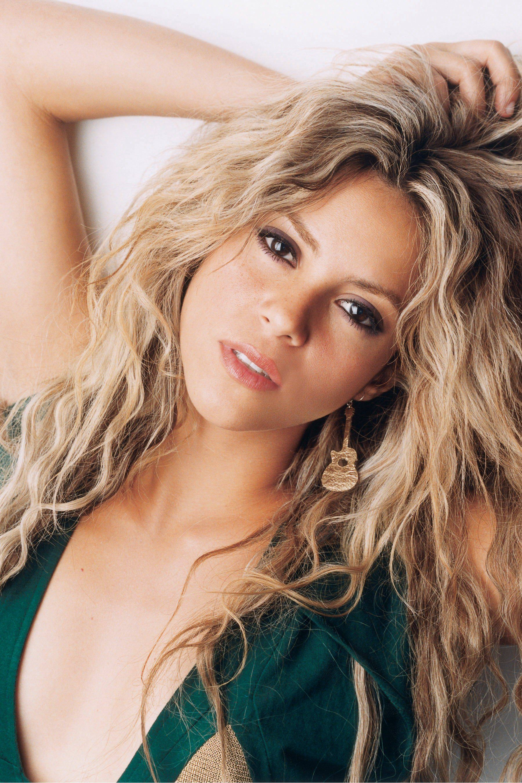 Top 10 Female Singers With Beautiful Faces Shakira Hair Hair