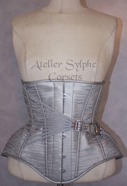 a7f4876f38 Silver Grey PVC underbust boned cinched korsett von Atelier sylphe Corsets  auf DaWanda.com