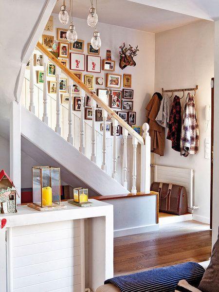 En esta casa prima el open concept escaleras en madera for Decoracion casa adosada
