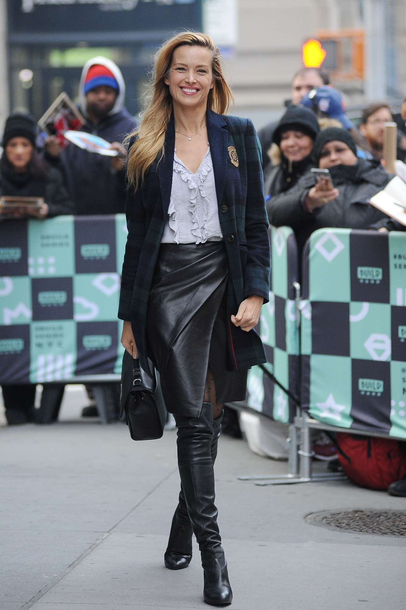 petra nemcova in leather and boots girls in boots 3 pinterest tolle frauen lederrock und frau. Black Bedroom Furniture Sets. Home Design Ideas
