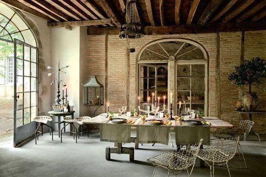 les plus belles deco maison de charme dans le barn les poutres apparentes les murs en brique et les