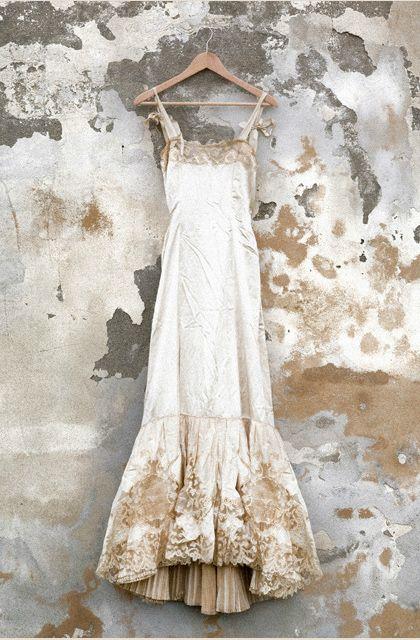 Cream Vintage Wedding Dress Jpg 420 640 Pixeles Antique Dress Vintage Gowns Wedding