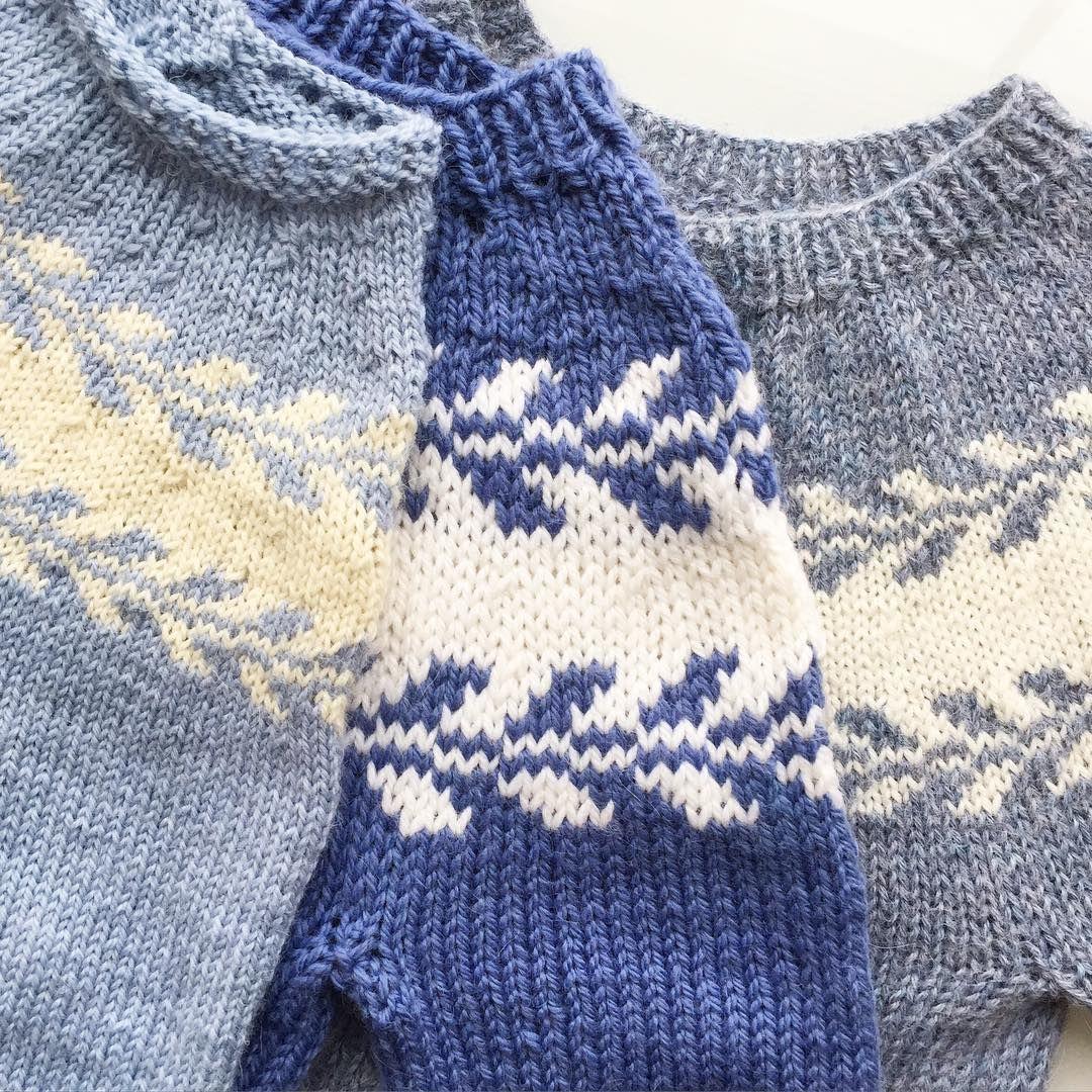 """""""  b l u e s    Tre blåtoner, tre strikkefastheter  #strikkedilla #snøløvgenser // winter buds, three ways  #iloveknitting #knittersofinstagram"""""""