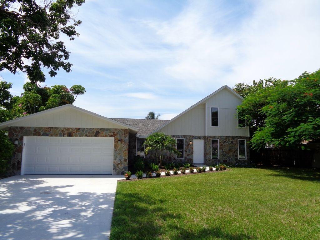 This Bradenton home near Palma Sola Bay has been