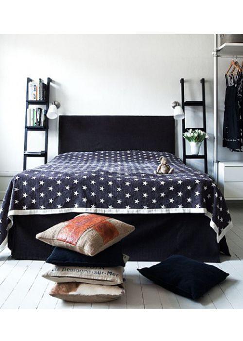 chambre #table #chevet #echelle #noir #bambou   chevet = tabouret