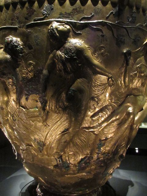 The Derveni crater The decoration constitutes a hymn to Dionysos. On the main side of the vase is the wedding of Dionysos to Ariadne. 330-320 BC