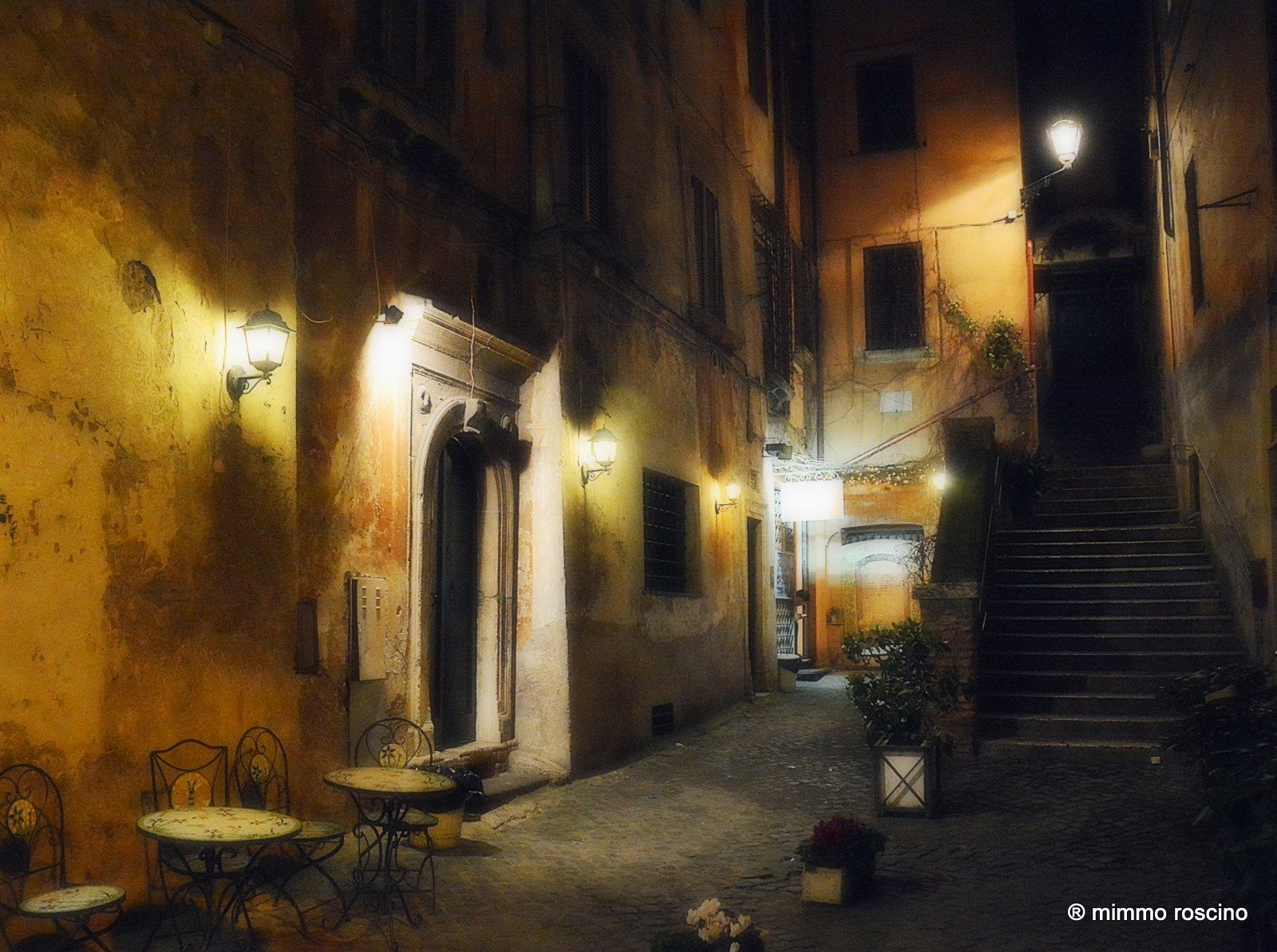 Foto di Mimmo Roscino. Vicolo S. Simone (Via dei Coronari)