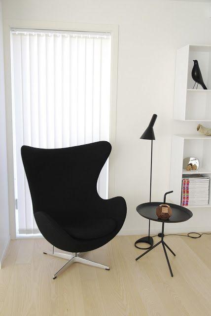 via fargebarn arne jacobsen egg chair and floor lamp eames bird hay dlm table. Black Bedroom Furniture Sets. Home Design Ideas