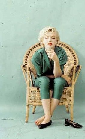Marilyn Wicker Chair Sitting Photo By Milton Greene 1954 Young Marilyn Monroe Marilyn Monroe Photos Marilyn Monroe