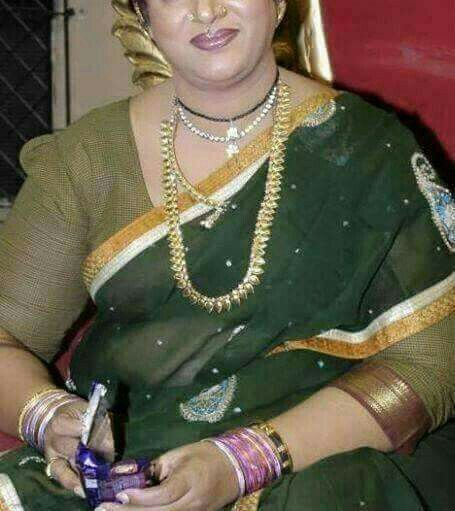 Real Hot Aunty In Saree With Blouse