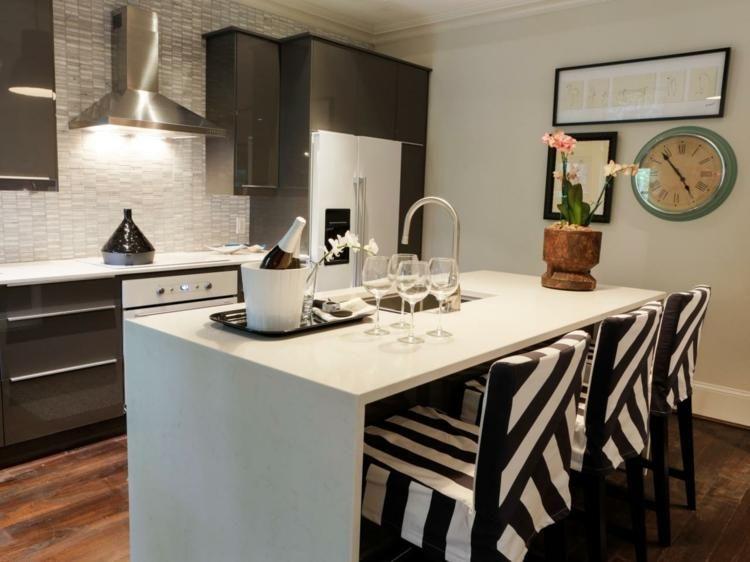 Küchen mit praktischen Inseln und Charakterplätzen Home decor