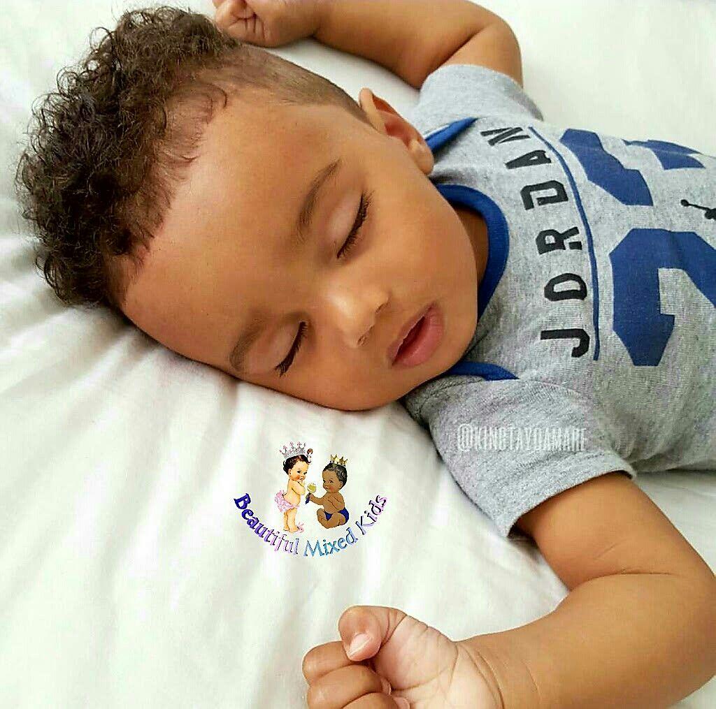 Temitayo Amare 1 Year Nigerian Caucasian Kleinkind Junge Haarschnitt Baby Mit Haaren Niedliche Kinder