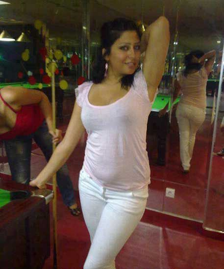 Bathroom Me Chut Par Cream Laga Ke Chudai With Images  White Jeans, Fashion, Casual Wear-4593
