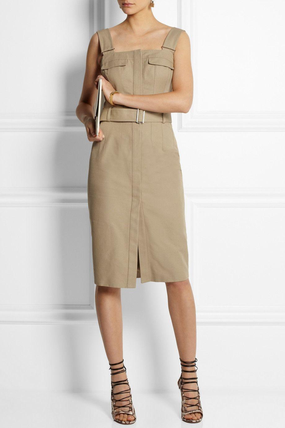 Alexander McQueen dress, Chloe bracelet, Aquazzura shoes, Stella McCartney clutch.