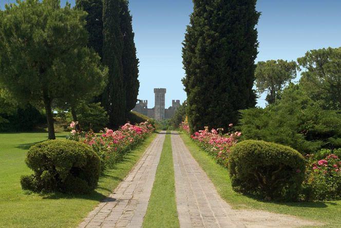 Rest and flowers in sigurtà Garden Park, Italy. Il Parco Giardino Sigurtà, riposo e fiori.  www.italianways.com/rest-and-flowers-in-sigurta-garden-park