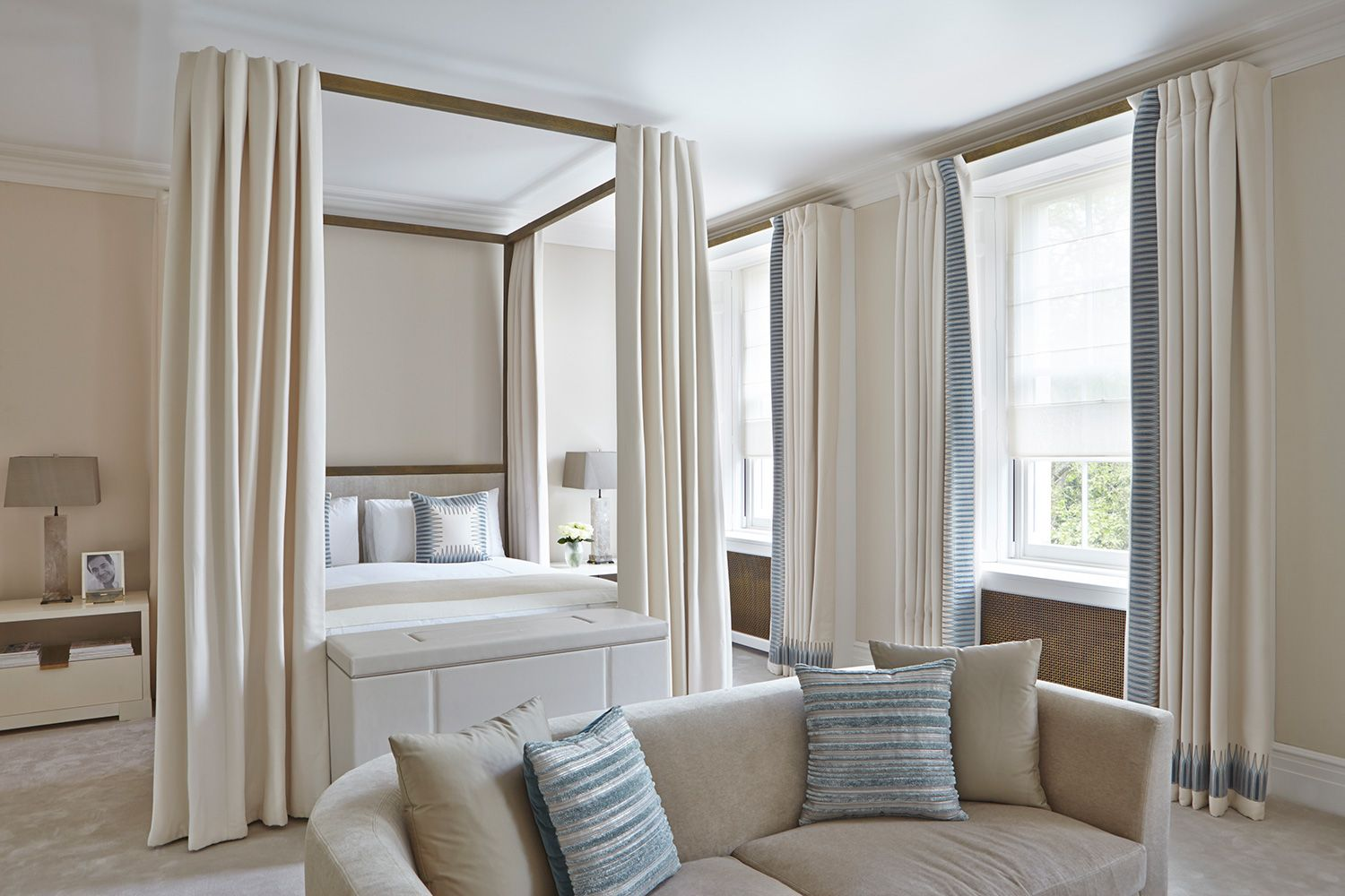 INTERIOR DESIGN ∙ LONDON HOUSES ∙ BELGRAVIA - Todhunter EarleTodhunter Earleblue and cream