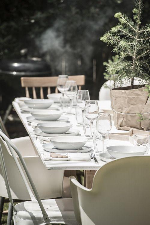 Father Rabbit dinnerware & decorations | Gedeckter Tisch | Pinterest ...