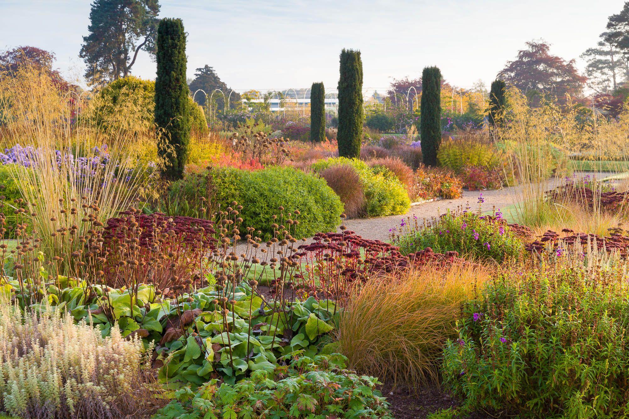 Autumn In The Italian Garden At Trentham Gardens Staffordshire United Kingdom Tuscan Landscaping Tuscan Landscape Design Tuscan Garden