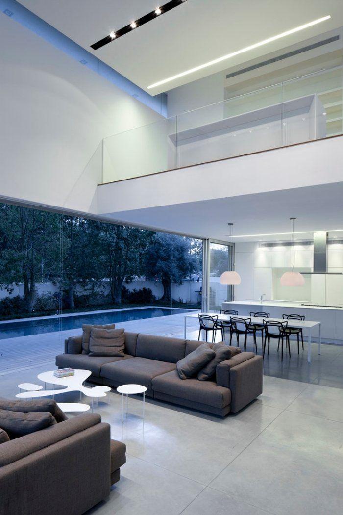 Modernes Wohnzimmer Mit Hoher Decke Weißes Couchtisch Set In Fließendem  Design