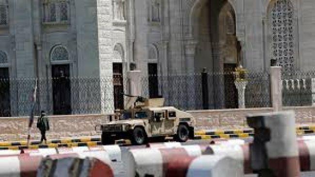 أخر اخبار اليمن 18 5 2015 الحرب على الحوثيين صواريخ على الحدود السعودية صحافة نت سبق الصفحة العربية Yemen Car Vehicles