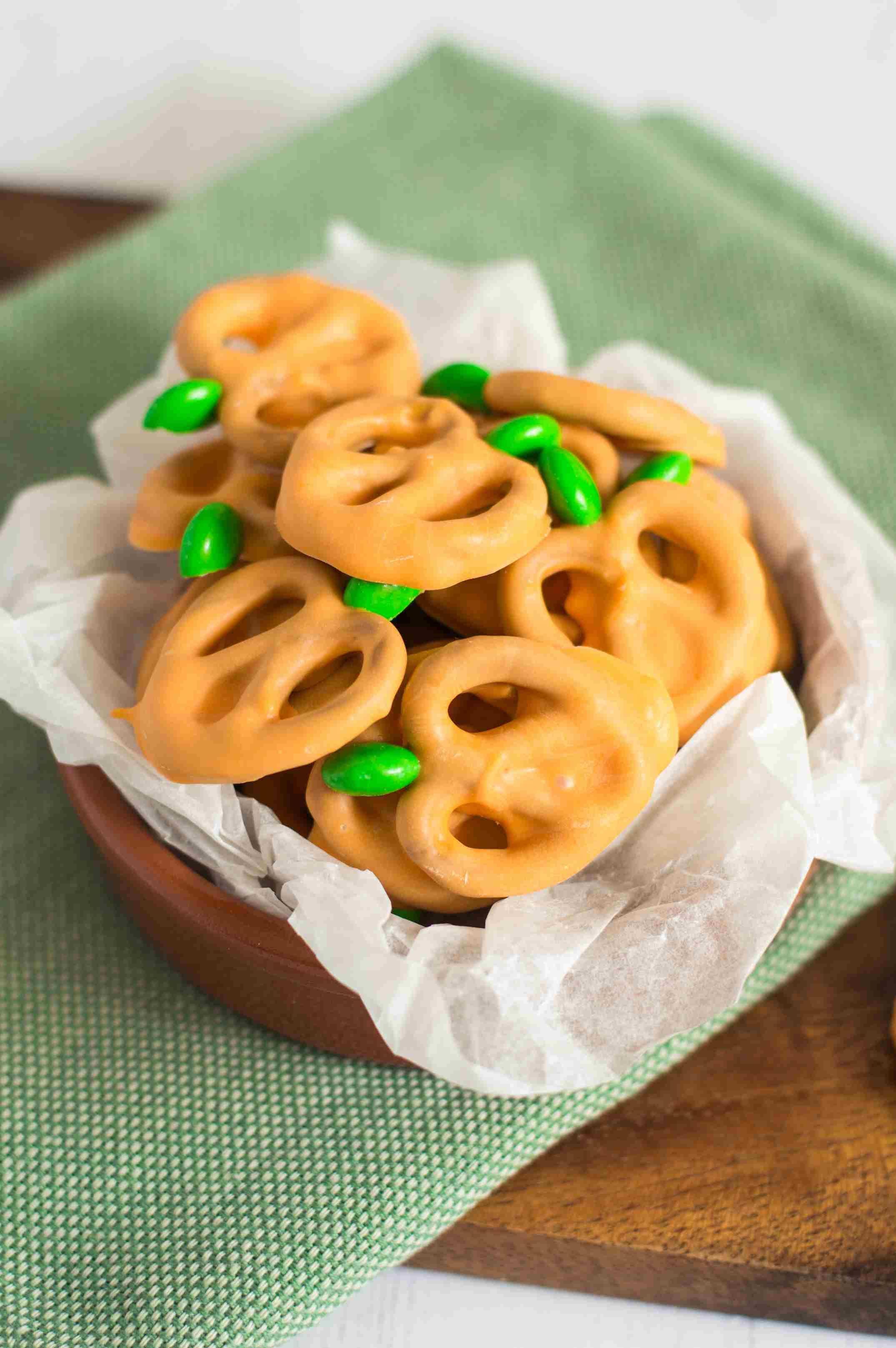 Pretzel Pumpkins Candy Recipe Holiday baking, Pumpkin